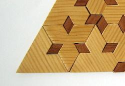 Casse-tête - Triangle à entailles - zoom sur un coin(Jean Brette)